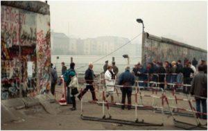 Разрушение стены