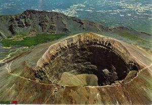 krater-vylkana-vezyvij-v-italii